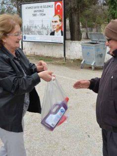"""""""ÖNCELİĞİMİZ SAĞLIK"""" DEDİ, DEZENFEKTAN ÜRETTİ"""